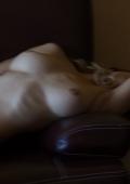 Sexy sur un canapé