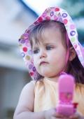 Photo enfant de 2 ans en extérieur