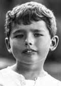 Enfant de 5 ans portrait naturel en extérieur