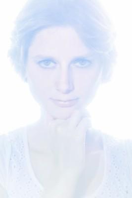 Portrait serré avec un jeu sur la lumière façon halo