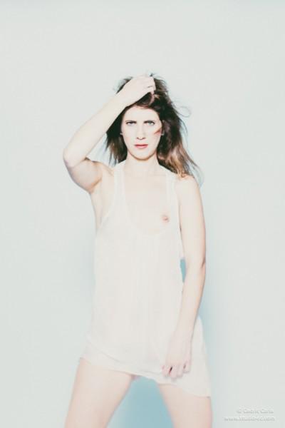 Photo boudoir nuisette blanche